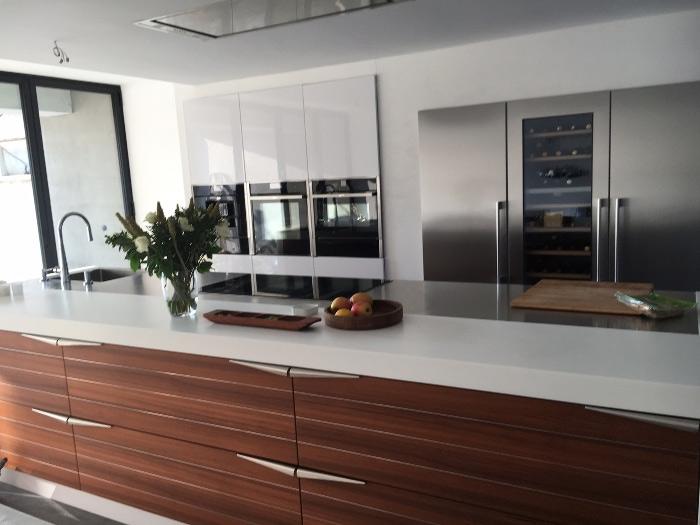 Compacte keuken met hoge kastenwand keukens op maat keukenloods