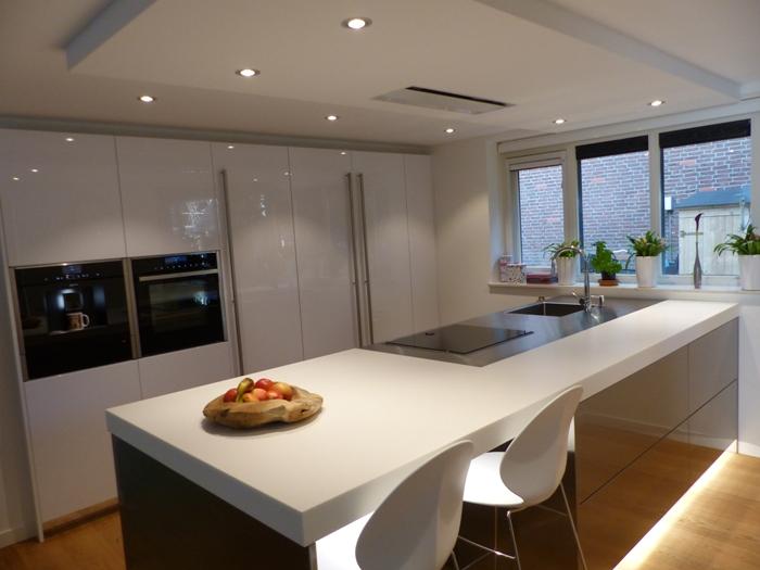 Project 746 witte italiaanse design keuken snaidero concept store - Design keuken plafond ...