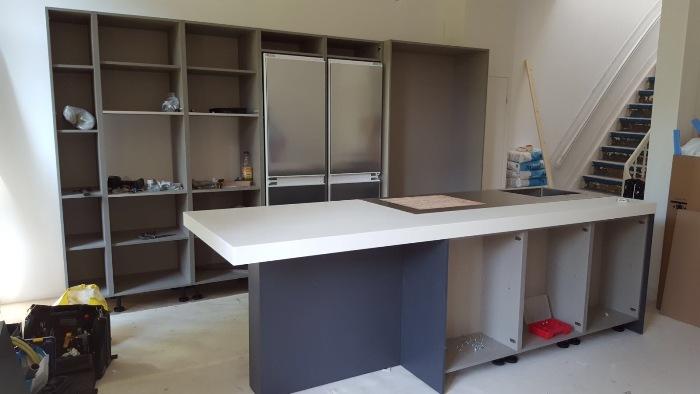 De nieuwe Snaidero keuken wordt opgebouwd op locatie in Amsterdam.