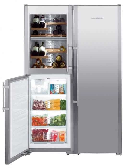 Afbeelding van de Amerikaanse koelkast voor klant. Het is een Liebherr SBSes7165. Dit apparaat wordt in twee delen geleverd en ter plaatse gekoppeld. De gebruiksaanwijzing hebben we geheel onderaan deze pagina toegevoegd.