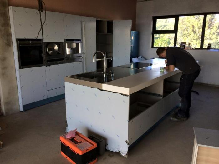 Installer Jan finishes the kitchen, before returning to the Netherlands.