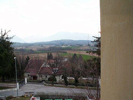 """Uitzicht vanuit het """"Snaidero"""" hotel Al Picaron in San Danielle del Friuli. In de verte zie je de Alpen al liggen."""