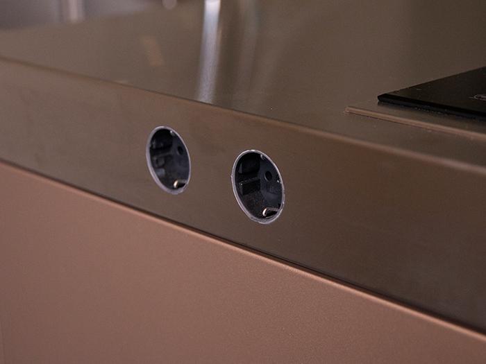 Snaidero S1 keuken met geïntegreerde stopcontacten in het werkblad